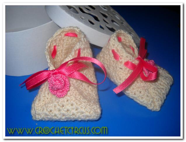 Scarpine da neonata (di bemvenuta).    Baby boots.